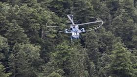 Hiện trường nơi trực thăng bị rơi được chụp tại Kusatsu, tỉnh Gunma. Ảnh: Mainichi
