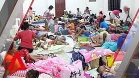 Người dân Philippines tại các trung tâm tránh bão. Ảnh: Channel News Asia