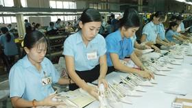 Sản xuất giày tại Công ty Thượng Thăng. Ảnh: CAO THĂNG