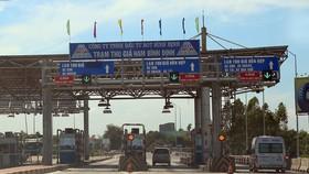 Trạm thu giá Nam Bình Định (do công ty TNHH Đầu tư BOT Bình Định làm chủ đầu tư) đặt trên quốc lộ 1A tại địa phận thị xã An Nhơn, tỉnh Bình Định. (Ảnh: Huy Hùng/TTXVN)