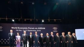 Lãnh đạo Đảng, Chính phủ Việt Nam cùng lãnh đạo WEF và các nước ASEAN tham dự Hội nghị. (Ảnh: WEF)
