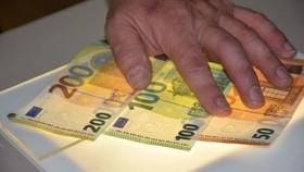 ECB phát hành tờ 100 và 200 EUR mới, tính bảo mật cao hơn