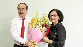 Bí thư Thành ủy TPHCM Nguyễn Thiện Nhân trao quyết định cán bộ ở Bình Thạnh