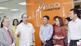 """Gặp Bí thư Thành ủy TPHCM Nguyễn Thiện Nhân, doanh nghiệp """"than"""" về thủ tục hành chính"""