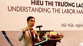 PGS, TS Nguyễn Đức Thành, Viện trưởng Viện Nghiên cứu kinh tế và chính sách (VEPR) trình bày Báo cáo kinh tế thường niên năm 2018