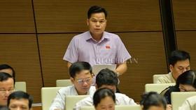 Đại biểu Bế Minh Đức (Cao Bằng) phát biểu tại phiên thảo luận