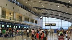 Hành khách ném điện thoại vào mặt nhân viên hàng không bị cấm bay 12 tháng