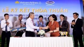Lễ ký kết thỏa thuận giữa Vietnam Airlines và Vinamilk
