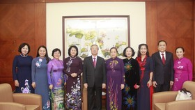 Các đại biểu dự lễ trao giải thưởng Phụ nữ Việt Nam