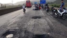 3 ổ gà liên tiếp đoạn xảy ra tai nạn tại Phú Yên