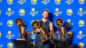 """Stephen Curry nguyện làm """"chiến binh"""" trọn đời"""