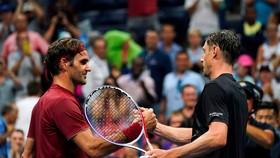 Federer (trái) đã phải nói lời tạm biệt US Open 2018