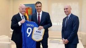 FIFA主席因凡蒂諾(左一)造訪馬德里。