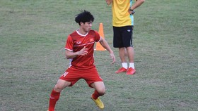 Ngày thứ 2 đội tuyển Việt Nam tại Lào: Bận rộn!