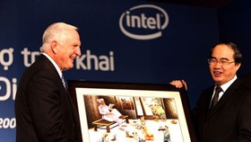 Intel, Vietnam ink deal to accelerate digital transformation