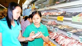 Supermarkets act to keep prices stable