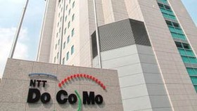 Japan's DoCoMo eyes cash transfer by cellphone