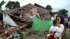 Indonesia quake toll reaches 59, search continues: official