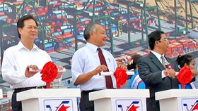 PM kicks off Van Phong transshipment port