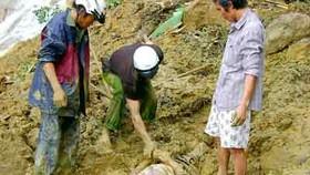 Mountain landslide kills 13