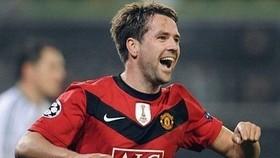 Ferguson hails United's hat-trick hero Owen