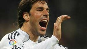 Hamburg sign Dutch hot-shot van Nistelrooy