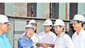HCM City chairman inspects key traffic projects