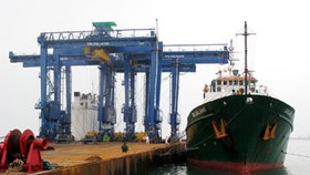 Doosan Vina exports first cranes to Indonesia