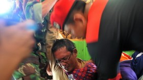Search resumes for victims of Indonesian landslide