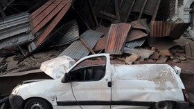 Huge quake kills more than 300 in Chile, triggers Pacific tsunami
