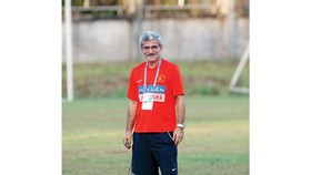 Coach Calisto to sign new 3-year contract