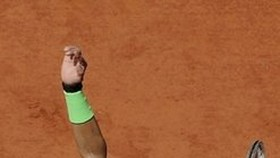 Nadal into French Open quarter-finals with 200th clay win