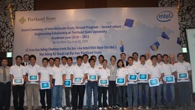 Intel presents scholarships to Vietnamese students