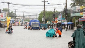Floods cancel flights at HCMC airport