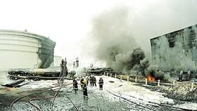 Trung Quốc: Nổ đường ống dẫn dầu  gây cháy lớn