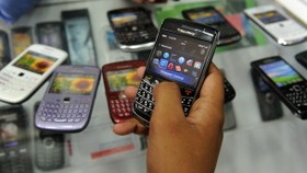 India's BlackBerry offensive widens to Google, Skype: report