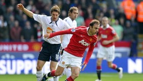 Owen landmark rescues United at Bolton