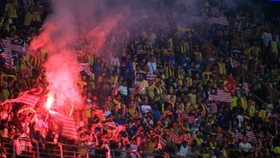Fan laser beams mar Malaysia win over Indonesia