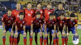 Australia and S. Korea open with victories