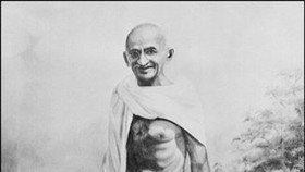 US author fights back in Gandhi 'gay lover' row
