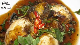 Enjoy the half-hatched eggs frying with tamarind in Saigon