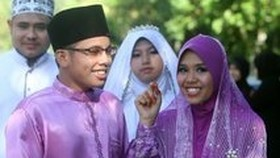 Malaysian women urge wives to be 'whores in bed'