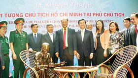 Mexico presents statue of Uncle Ho to Vietnam