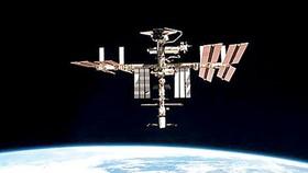 Thiên thạch suýt đâm vào ISS