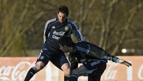 Football: Hosts must play to Messi strengths - Mascherano