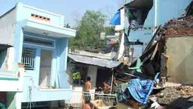 Seven houses fall into river in city