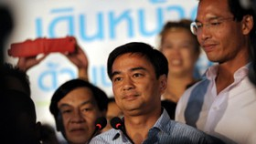 Outgoing Thai PM resigns as party leader