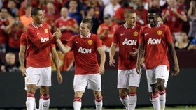 Owen lifts Man Utd to 2-1 friendly win over Barca