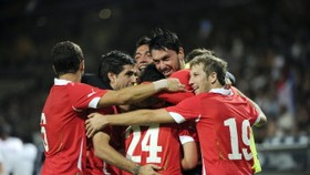 Football: Chile battle back to hold France