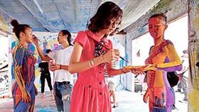Vietnamese artists lack sponsors